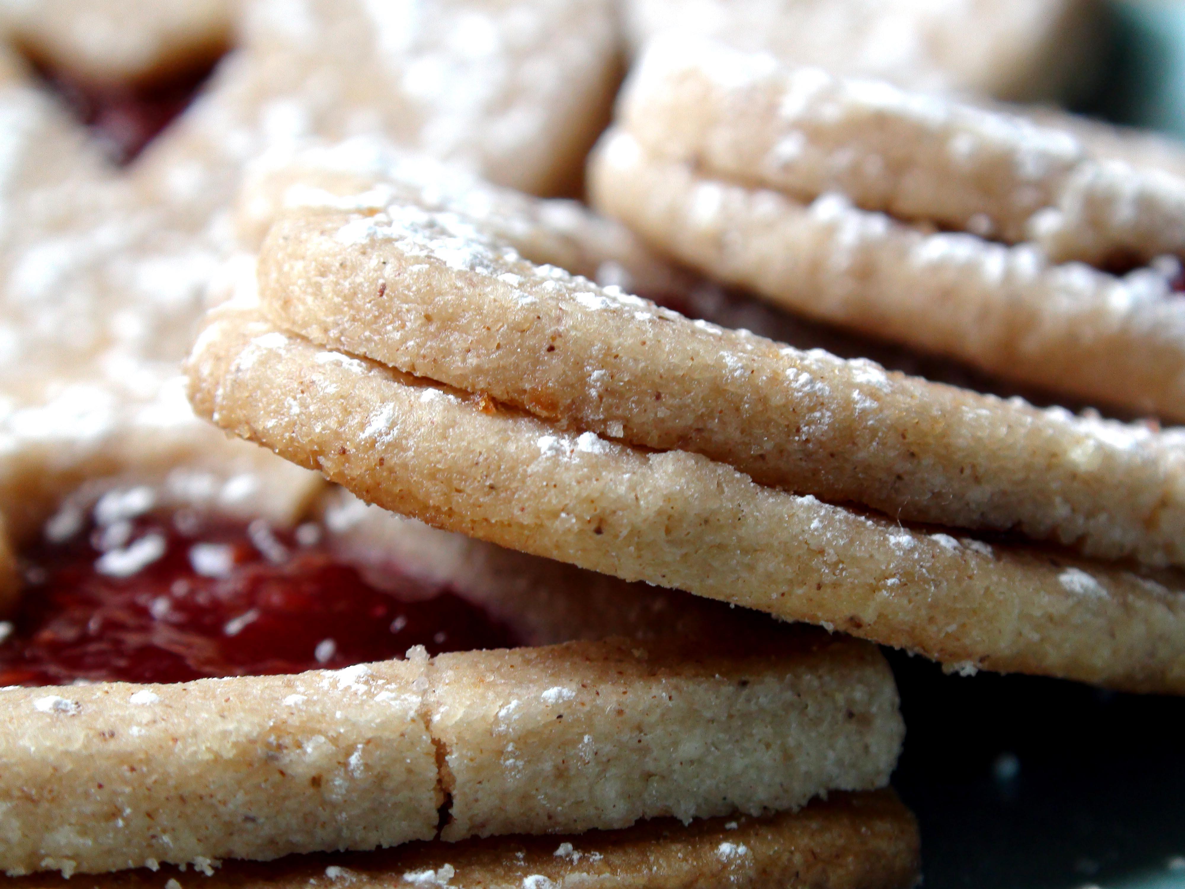 ... raspberry linzer cookies latimes raspberry linzer snowflake cookies
