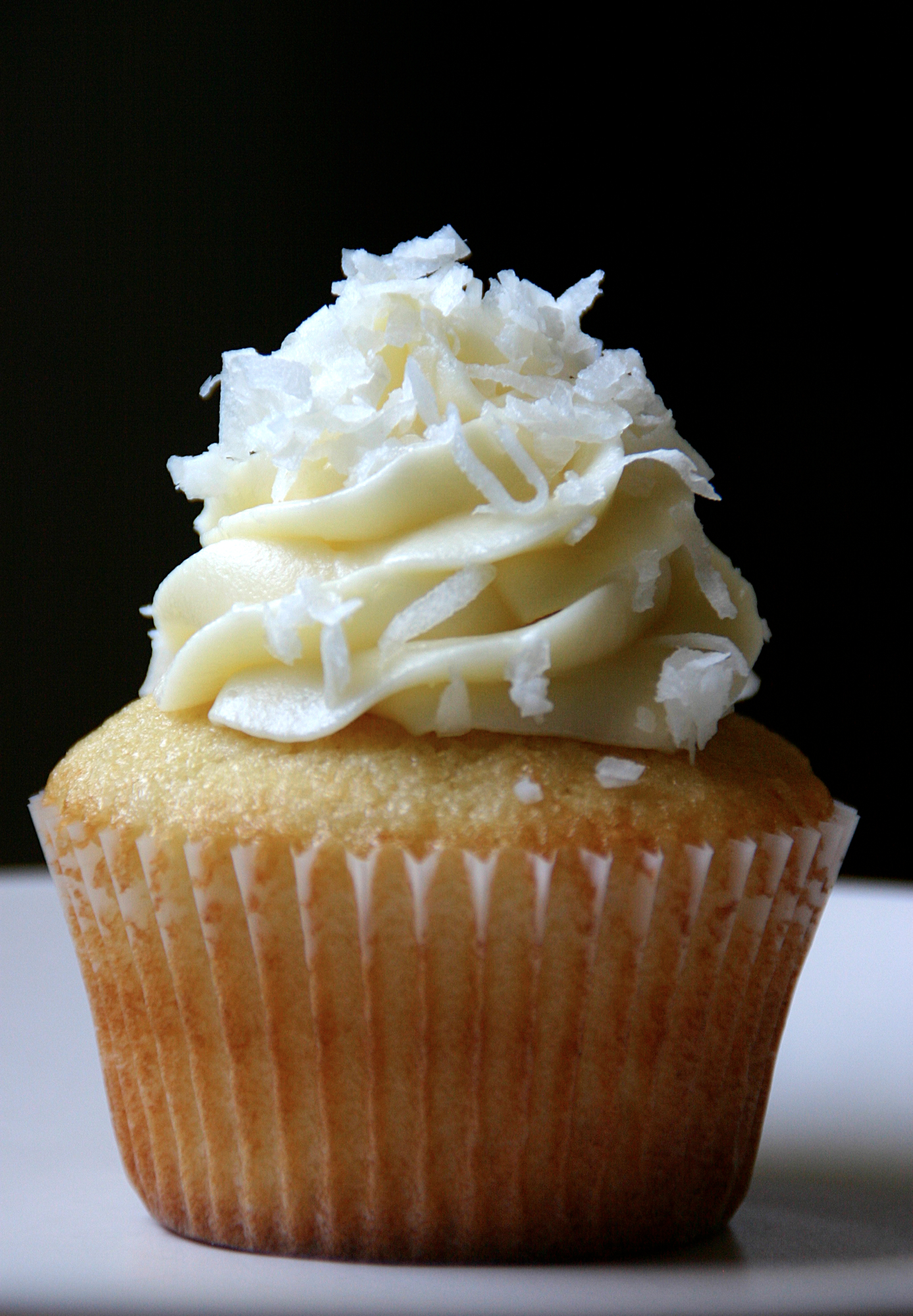 From the Kitchen: Coconut Cupcakes | {love+cupcakes} Blog