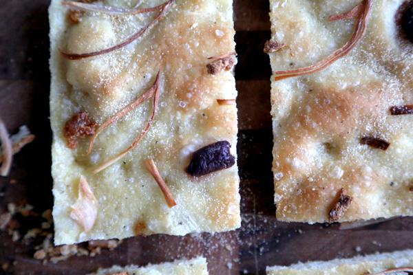 roasted_garlic_shallots_focaccia_004