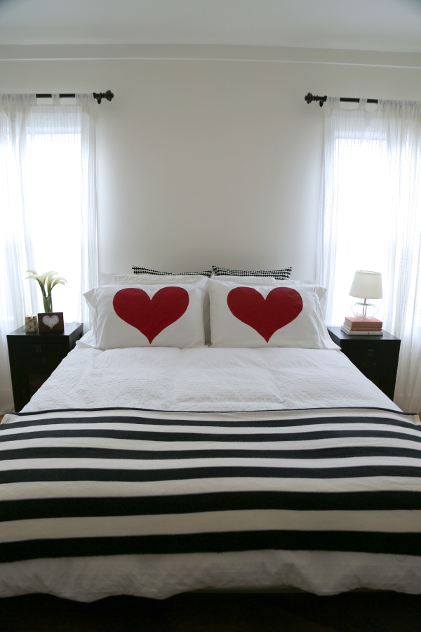 painted_heart_pillow_DIY_010