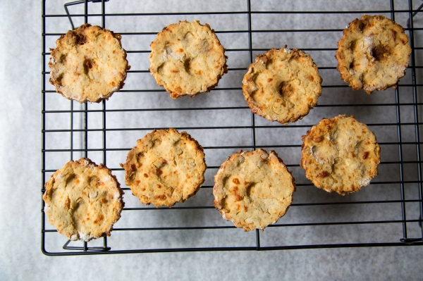 Apple_Cheddar_Oats_Dog_Treats_001