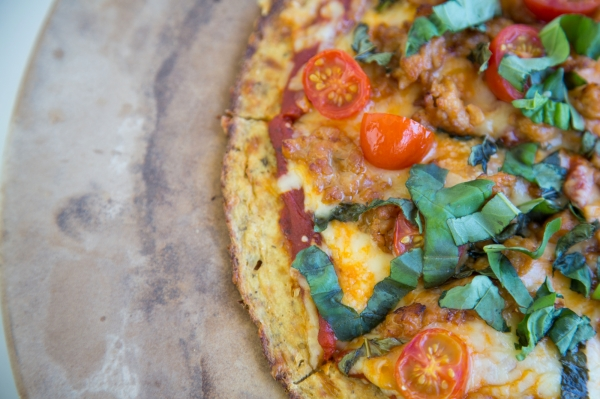 Cauliflower_Crust_Pizza_001