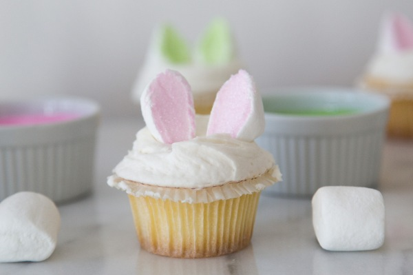 Marshmallow_Bunny_Ear_Cupcakes_009