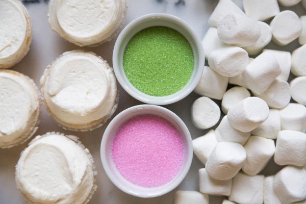 Marshmallow_Bunny_Ear_Cupcakes_010